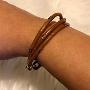 Jewelry - Small caramel leather bracelet with gold accents